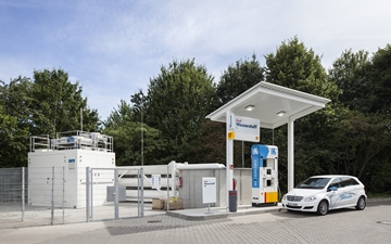 Linde-built Shell hydrogen fuelling station in Wiesbaden-Nordenstadt. Ionic compressor. Opened on 14 June 2017.