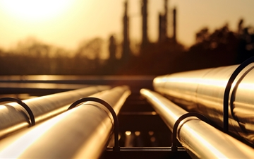 Stock picture of plant and pipeline services, oil and gas, golden sunset size: 1000 x 667 px (300dpi), 513 KB Picture used on www.linde-gas.com